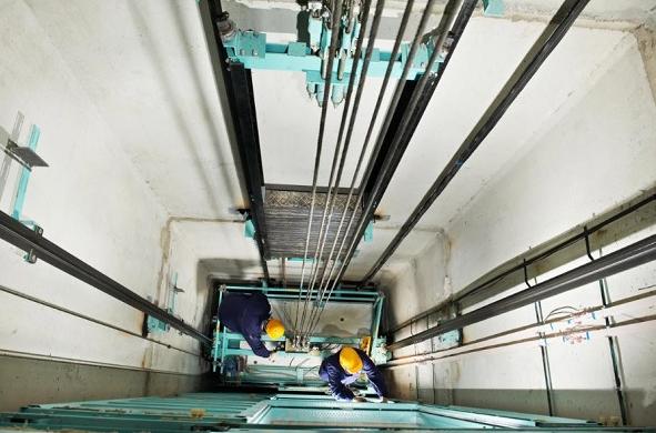 Dịch vụ sửa thang máy Đức Minh vô cùng chuyên nghiệp