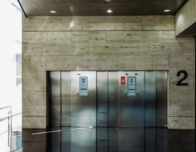 Thang tải hàng là loại thang máy dùng để vận chuyển hàng hóa