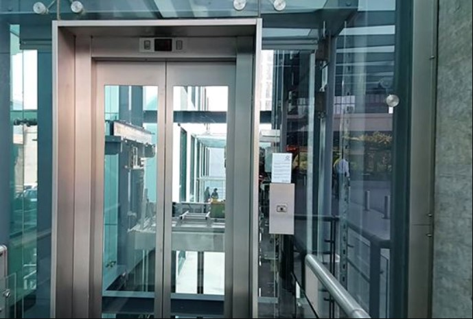 Cabin thang máy bằng kính cường lực